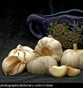 Photo of cloves of garlic